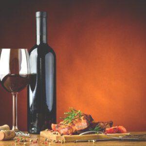 Steak und Flasche Wein